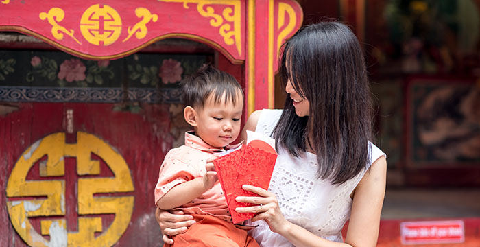 mother_gives_red_envelope_to_son_china