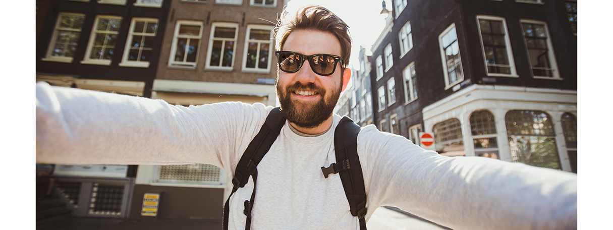 hipster_man_taking_selfie_in_netherlands