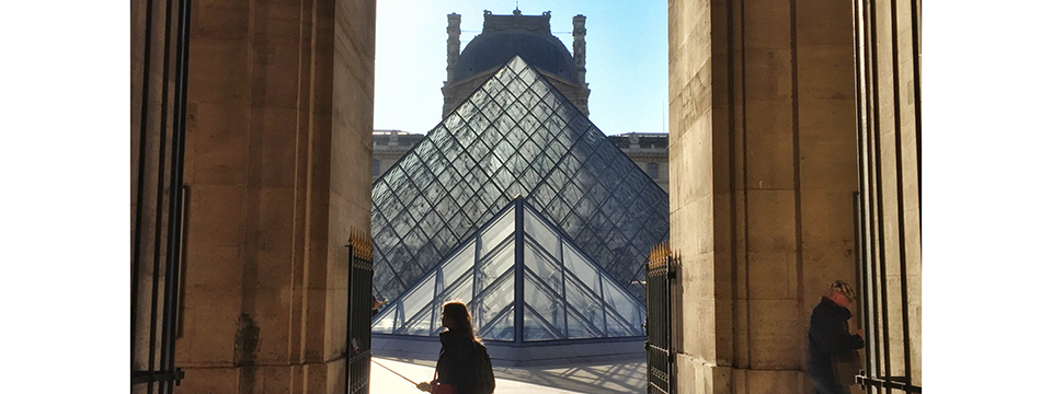 paris_blogger_at_louvre_by_leah_walker