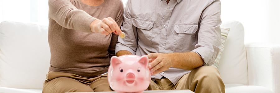 Couple d'épargnants heureux